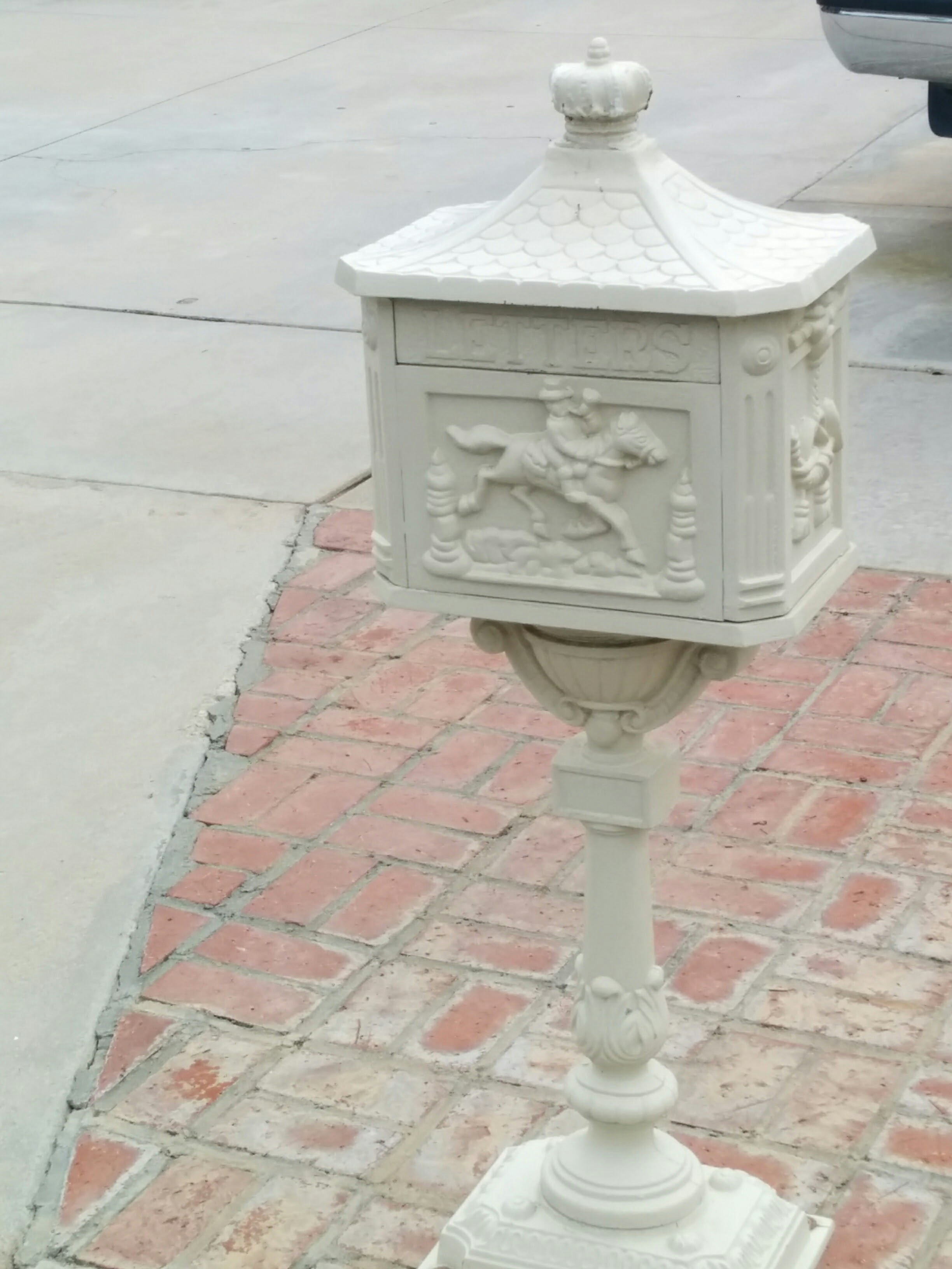 tubs for dining cast mailbox sink antique marble round and pedestal victorian iron clawfoot sale base table