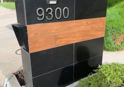 Column mailbox insert